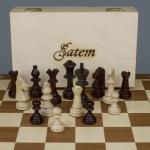 Spielfeld mit Box und Figuren